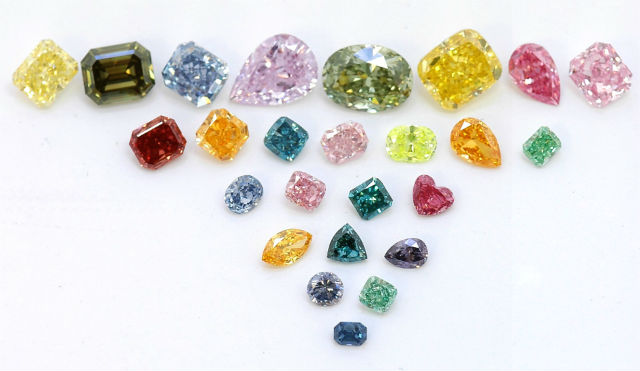 plusieurs diamants de couleur