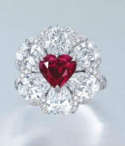 diamant serti sur une bague Moussaieff