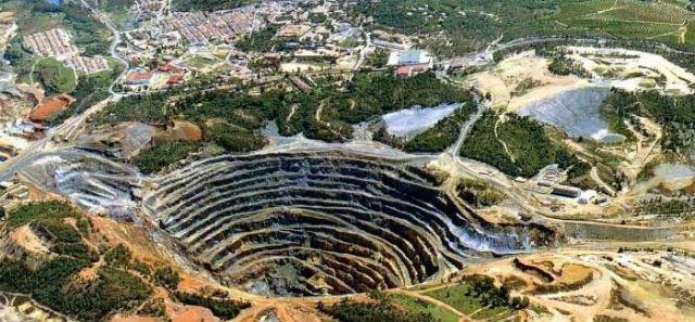 la mine diamantaire à ciel ouvert de Murowa, zimbabwe