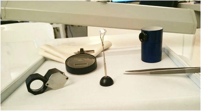 loupe, pinces et outils de diamantaire