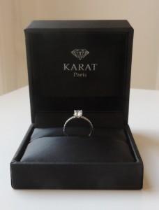 bague de fiançailles dans un écrin du bijouter diamant gems